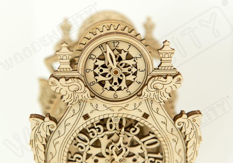wooden city magiczny zegar zdjęcie z bliska
