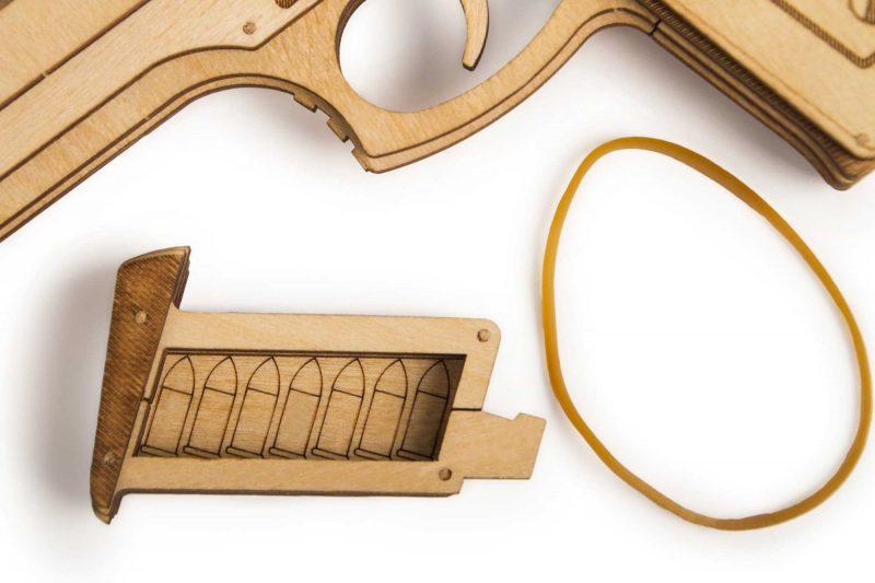 wood trick pistolet gun m1 z bliska