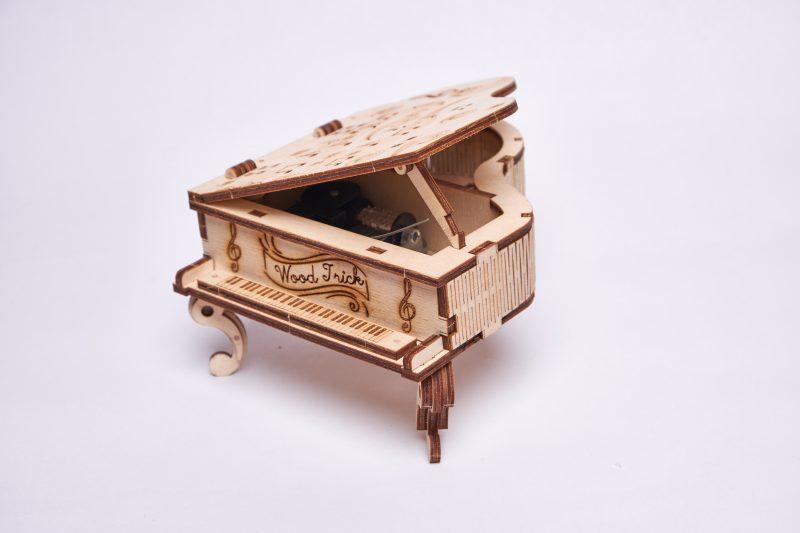wood trick fortepian z pozytywką pokaz