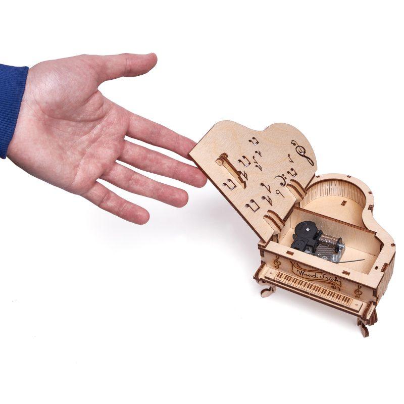 wood trick fortepian z pozytywką w środku